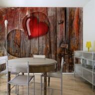 Papier peint  Coeurs sur fond de bois
