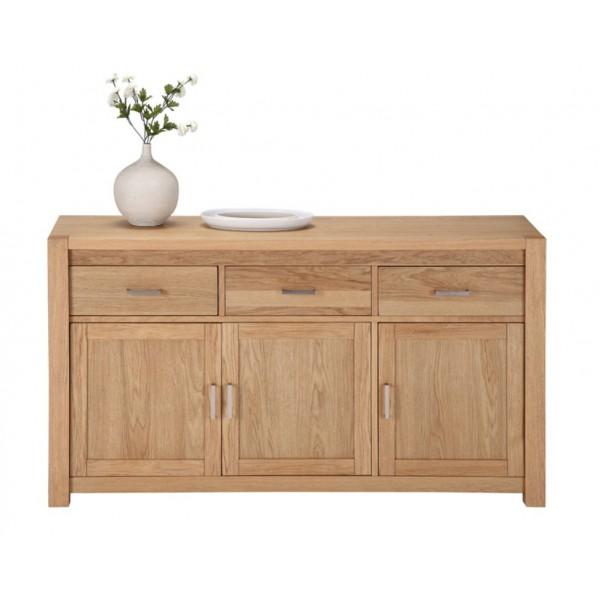 Des meubles chênes clair dans le salon